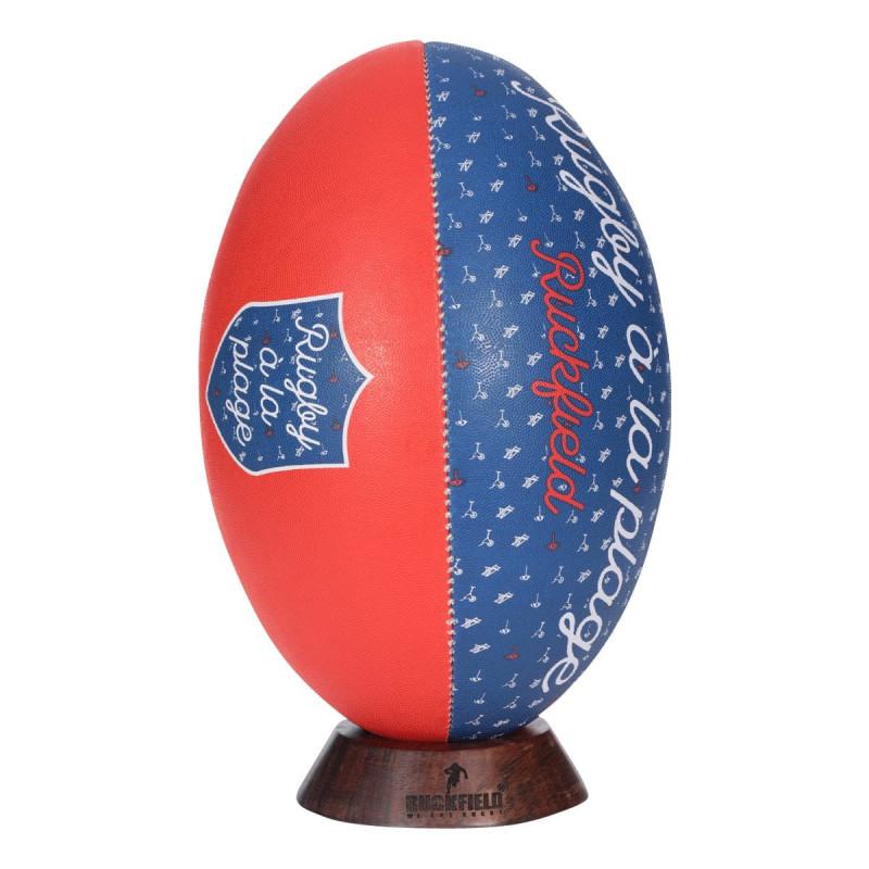 Ballon de Rugby à la Plage