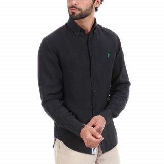 Chemise manches longues en lin bleu marine avec logo brodé vert à la poitrine.