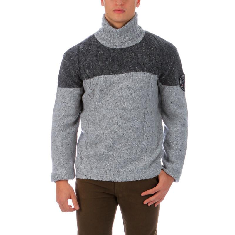 Turtleneck outdoor pullover