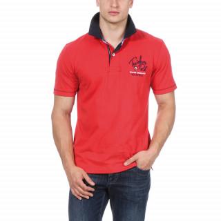 Polo manches courtes en jersey de coton rouge avec col contrasté en twill. Broderies poitrine et dos.
