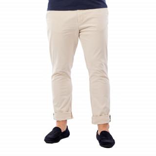 Pantalon homme chino beige en coton.